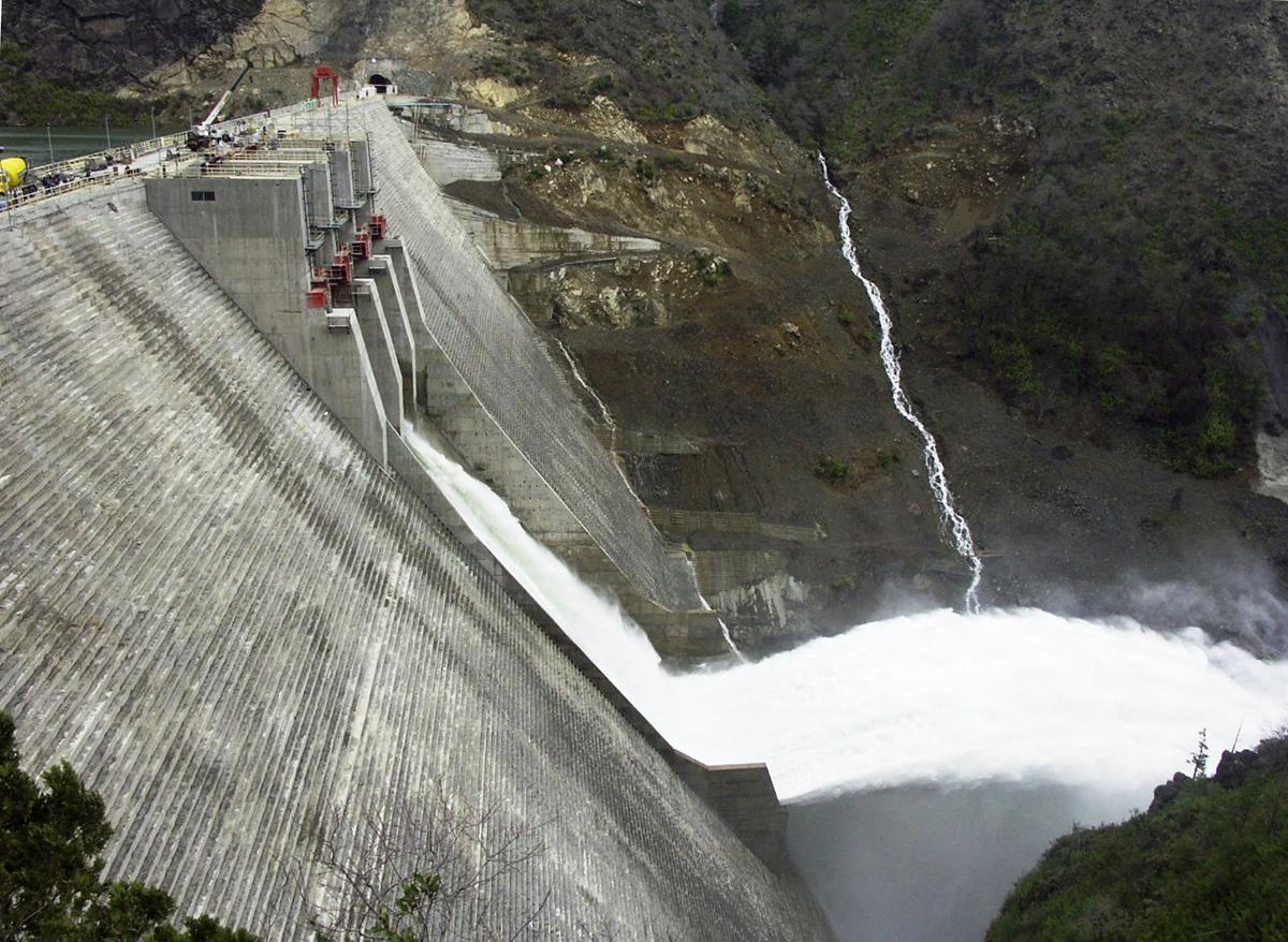 Represa Ralco, en el río Bío Bío. Foto: Roberto Araya