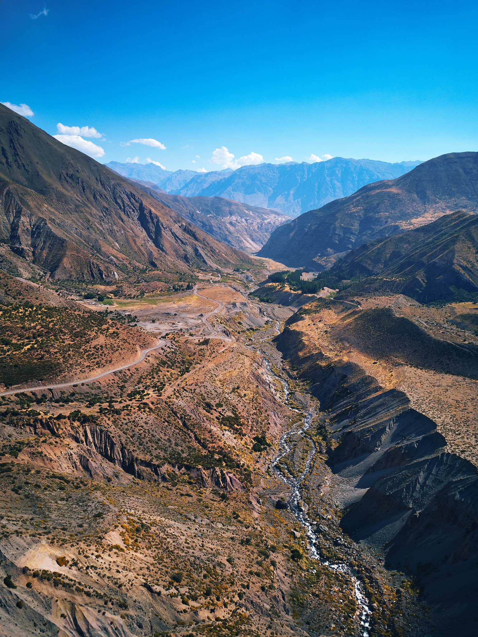 Aerial view of the Cajón del Maipo. Photo: Deensel/Flickr