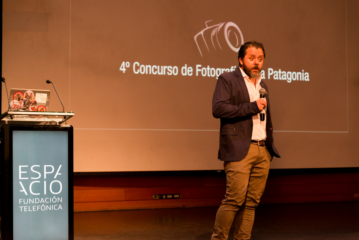 Moises Grimberg, superintendent of the Network of Parks of Patagonia for Chile's national park service, delivering a speech at the awards ceremony.