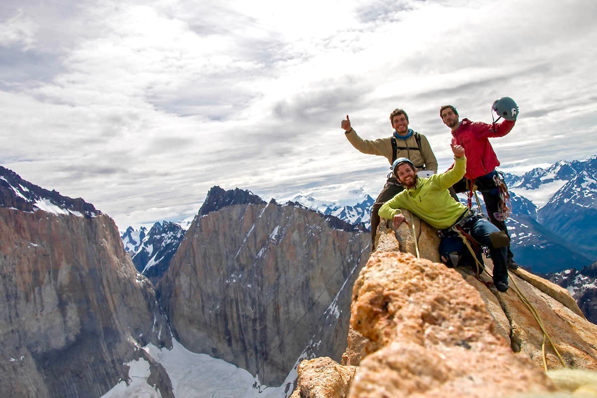 Felipe, Diego (above) y Juan Pablo Contreras (below) at the summit.  Photo: Chileafondo